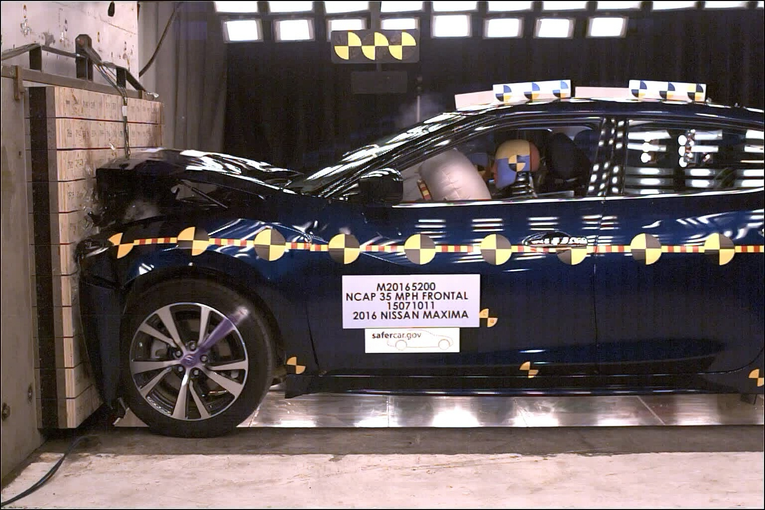 NCAP 2017 Nissan Maxima front crash test photo