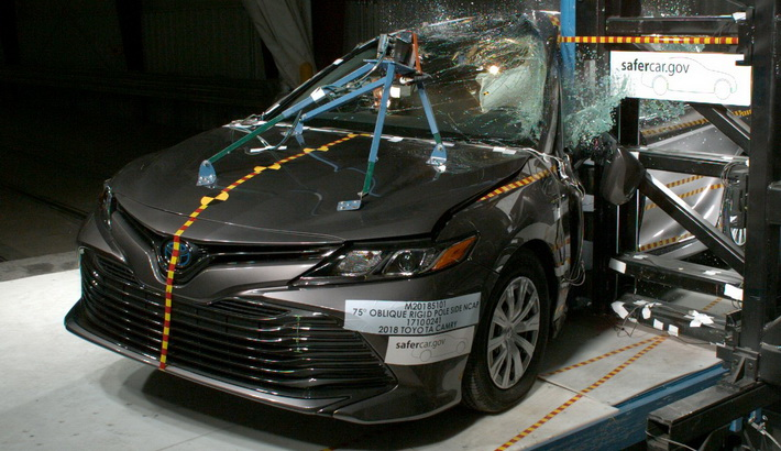 NCAP 2018 Toyota Camry side pole crash test photo