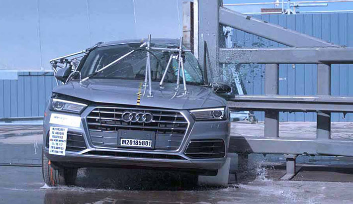 NCAP 2018 Audi Q5 side pole crash test photo