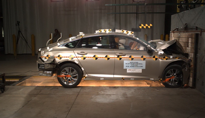 NCAP 2018 Honda Accord front crash test photo