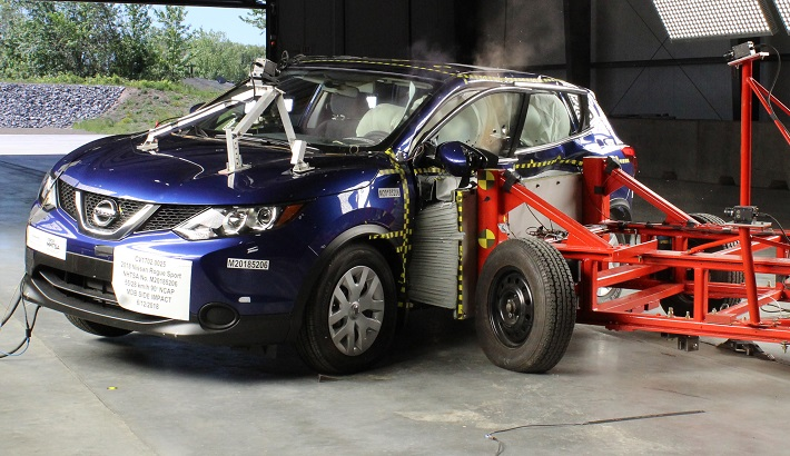 NCAP 2018 Nissan Rogue Sport side crash test photo