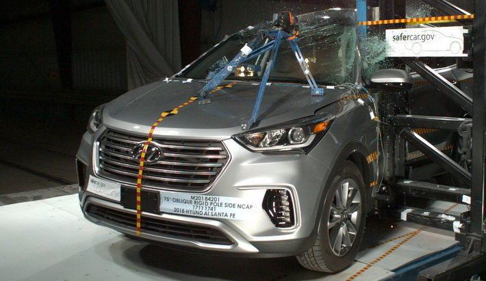 NCAP 2019 Hyundai Santa Fe side pole crash test photo